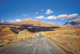 Projeďte se minibusem zlyžařského střediska Ferejdún Šahr až kvodopádu Poneh Zar uprostřed majestátního pohoří Zagros