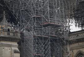 Vyhořelá katedrála Notre-Dame.