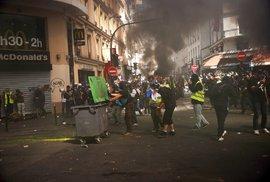 Protesty žlutých vest se neobešly bez násilí a zapalování ohňů