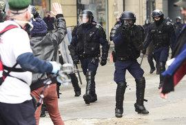Pušky na gumové projektily použili policisté i při protestech 16. března 2019 v Paříži.