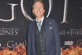 Britský herec Jerome Flynn, ve světě Hry o trůny známý jako Bronn z Černovody, na newyorské premiéře poslední řady