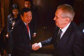 Zeman v Číně: Jsme vzteklý červený kousek uvnitř Evropy, jediná země proti firmě Huawei