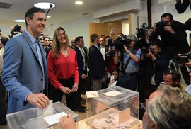 Online přenos ze španělských voleb: Vyhráli socialisté, do vlády však potřebují separatisty