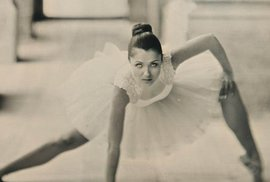 """Balet v kostele. Gabriel Kiss, vítězka v kategorii Portrét - přirozené světlo. """"Nechtěla jsem podtrhnout tanec jako takový, ale spíše napětí, které ho obklopuje, jeho linie a hrany"""""""