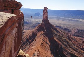 Adrenalin na lajně aneb Půl kilometru vzduchem ve sto metrech nad zemí