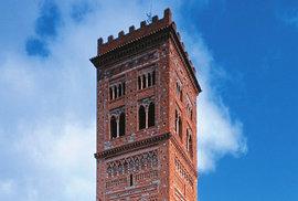 Teruelská dvojčata. To jsou majestátní mudéjarské věže San Martín a San Salvador na východě Španělska