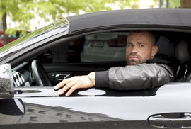 Karlos Vémola má v garáži unikát: Svůj černý Ford Mustang GT si nechal poskládat z několika různých modelů