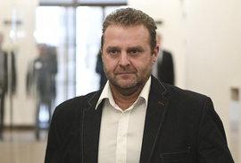 Cesta poslance KSČM Ondráčka do Donbasu si zaslouží odsouzení, nevěřme pohádce o soukromé pouti