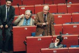 """Dva čeští """"králové"""", vůdcova vnučka, kosmonauti i fotbalový kat Čechů. Kdo už zasedal v Evropském parlamentu?"""