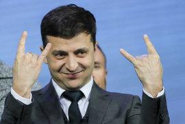 Strana ukrajinského prezidenta-baviče Zelenského míří k vítězství v nedělních parlamentních volbách