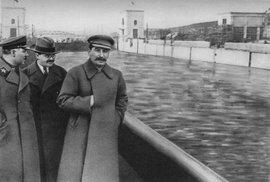 """Sovětský """"Photoshop"""": V manipulaci s realitou a v cenzuře byli Rusové vždy napřed"""