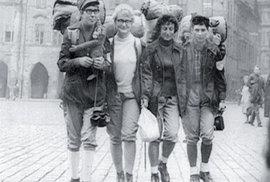 Šlápoty se vydávají na cestu. Zprava: Květa Tarantová, Jarmila Očásková, Věra Komárková, Zdeňka Opatrná.