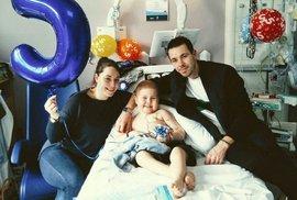 Oscar Saxelby-Lee oslavil páté narozeniny s rodiči.