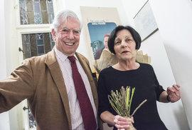 """V sobotu 11. května se Mario Vargas Llosa, jenž Nobelovu cenu za literaturu získal roku 2010, spolu s Hertou Müllerovou (NC za lit. 2009) zúčastnil v Lucerně takzvané """"debaty nobelistů"""". Její moderátor Jakub Železný byl posléze kulturní veřejností kritizován pro volbu spíše politicky orientovaných, příliš povrchních otázek rezignujících na literární tvorbu obou hostí."""