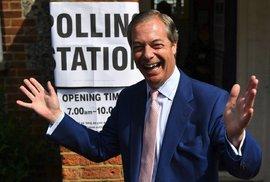 Volby 2019 komentujeme online: V Británii patrně výrazně vyhrál Farage, hlasovat začali i Češi