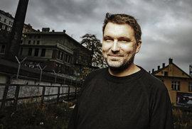 Čisté peníze neexistují, všechny jsou ušpiněné, ale bez nich to nejde, říká muzikant a grafik Martin Hůla