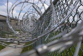 Zápisky českého vězně: Vězeňský byznys, služby, hazard a drogy všeho druhu, kam se podíváš
