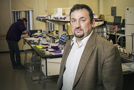 Biochemik Jan Halámek: Co všechno se dá zjistit z potu?