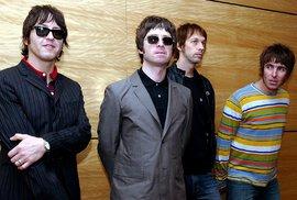 Oasis se rozešli v roce 2009 na koncertě v Paříži.