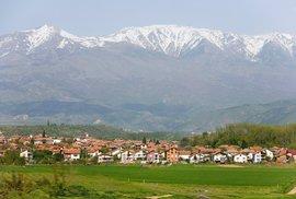 Neobvyklá tradice v bulharském městě Rila: Obrázky nebožtíků na každém kroku