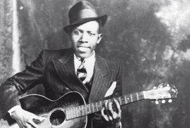 Robert Johnson: Bluesový král upsal duši narozcestí ďáblu. Jeho písně ovlivnily Rolling Stones i Boba Dylana