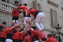 Castells – fenomén lidských věží: Reportáž o úchvatné katalánské tradici, při které může jít o zdraví