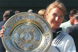Legendární německá tenistka Steffi Grafová slaví padesátiny, světovou jedničkou byla…