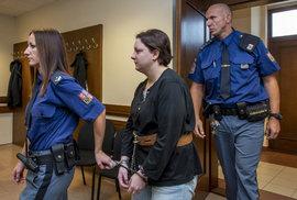 Vražedkyně dostala 30 let za mřížemi. Po dvou letech ve vězení otěhotněla a teď ji …