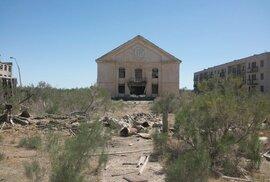 Někdejší sovětské město Kantubek, kde se v laboratořích Aralsk-7 vyráběly biologické zbraně, je dnes opuštěné a zdevastované.