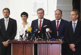 Opoziční lídři: ČSSD ve sporu o Šmardu ustoupila Zemanovi, Piráti předpovídají možný…