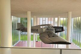 Repliku letounu Junkers pro obnovený Památník vyrobili volomoucké firmě TechProAviation. Maketu městu Zlínu věnovala společně sNadací Tomáše Bati rodina Rosemarie Blyth Baťa.