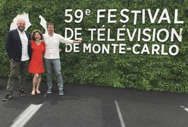 Režisér David Ondříček, herečka Martha Issová a producent ČT Michal Reitler na festivale v Monte Carlu.