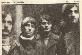 Ruchadze Band 1970: Zleva doprava: Ladislav Zajíček bicí, Pavel Ružička (Orm) kytara, Peter Dvořák (Orm), Konstantin Ruchadze basa a zpěv