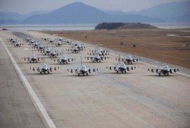 Bakterie jako stavitelé: Americké letectvo buduje letištní ranveje v pustině pomocí mikroorganismů