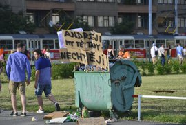 Demonstrace Babišovi neškodí, mohl by naopak přejít do ofenzivy. Co třeba návrh na rozpuštění sněmovny?