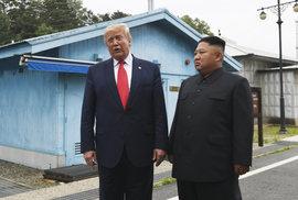 Trump jako první prezident USA vstoupil na území KLDR. S Kimem se potkal už potřetí