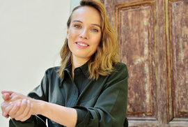 """Tereza Voříšková v komedii Vlastníci: O """"strašně českým filmu"""" i """"o tom slunci, co má v břiše"""""""
