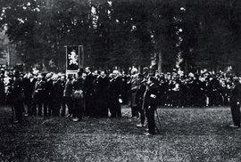 """Přísaha roty """"Nazdar"""" v Bayonne 12. října 1914."""