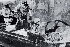 Průzkumná hlídka Cizinecké legie v první vietnamské válce.