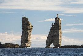 Faerské ostrovy: Drsný a odlehlý kout země, který vás pohltí svojí mystickou krásou…