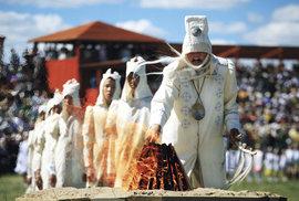 Svátek Ysyach: Vítání letního slunovratu plné šamanských rituálů, při kterém Jakuti…
