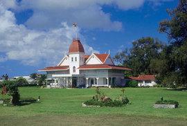 Královský palác tonžského panovníka. Celé království zahrnuje 172 ostrovů, z toho 36 obydlených.