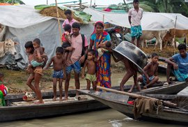 Přímo zasaženo důsledky povodní a sesuvů půdy bylo v Indii 4,5 milionu lidí, z toho 1,5 milionu muselo opustit domovy.