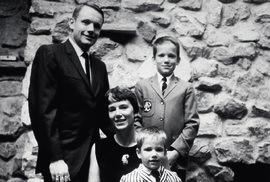 Armstronga neprovázely žádné skandály. Žil poklidný rodinný život.