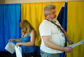 V neděli ráno začaly na Ukrajině předčasné parlamentní volby.