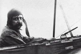 Přelet kanálu La Manche: První byl před 110 lety Louis Blériot. Z Calais do Doveru to zvládl pod 40 minut