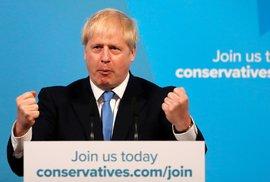 Boris Johnson během projevu poté, co bylo oznámeno jeho vítězství v interním hlasování Konzervativní strany, které jej zároveň pasuje do role britského premiéra