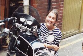 Před 37 lety se Elspeth Beard na motorce BMW R60/6 vydala na cestu dlouhou takřka 60 tisíc kilometrů.