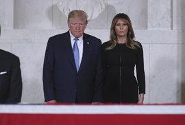 Prezident USA Donald Trump s manželkou Melanií na pohřbu soudce Nejvyššího soudu USA Johna Paula Stevense (†99).