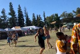 Na festivalu česneku v Kalifornii po střelbě umírali lidé (28. 7. 2019)